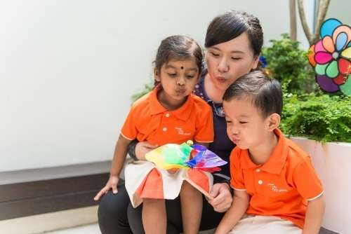 signs of anxiety in preschooler, relationships-based curriculum, teacher with children